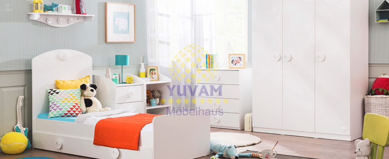 bilder babyzimmer gestalten babyzimmer fr kleines baby mdchen rosa zimmer mit groem fenster. Black Bedroom Furniture Sets. Home Design Ideas